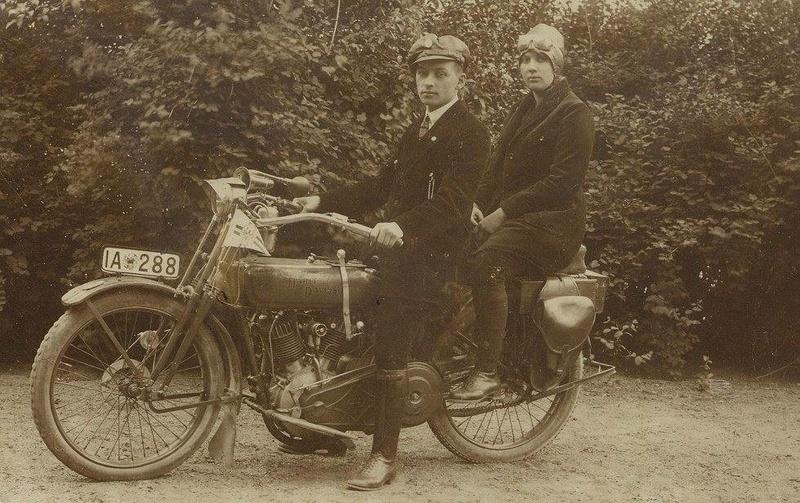 Vieilles photos (pour ceux qui aiment les anciennes photos de bikers ou autre......) - Page 13 Tumb1283