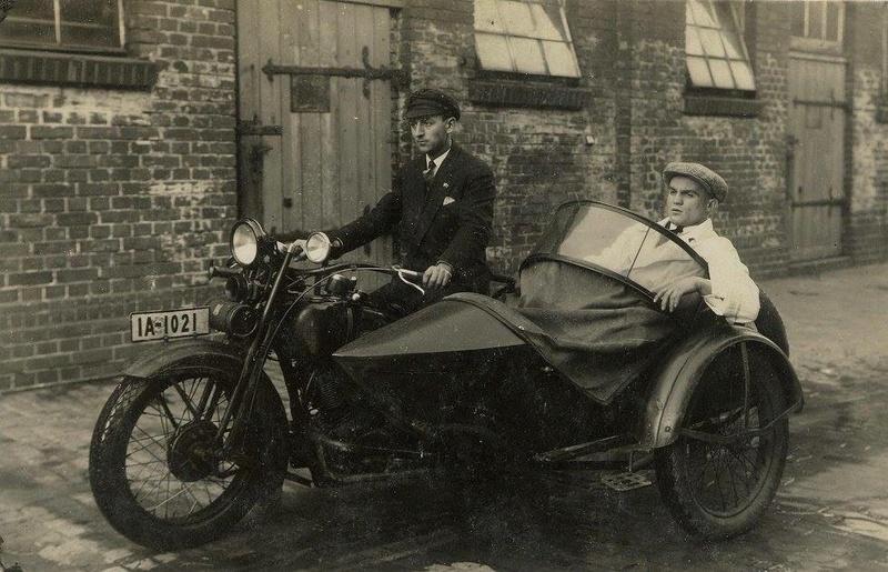 Vieilles photos (pour ceux qui aiment les anciennes photos de bikers ou autre......) - Page 13 Tumb1284