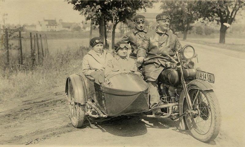 Vieilles photos (pour ceux qui aiment les anciennes photos de bikers ou autre......) - Page 13 Tumb1286