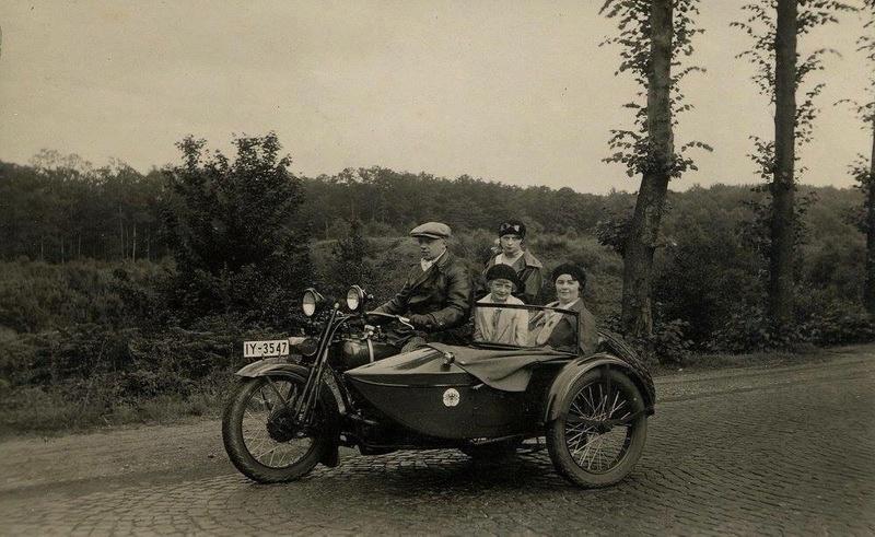 Vieilles photos (pour ceux qui aiment les anciennes photos de bikers ou autre......) - Page 13 Tumb1288