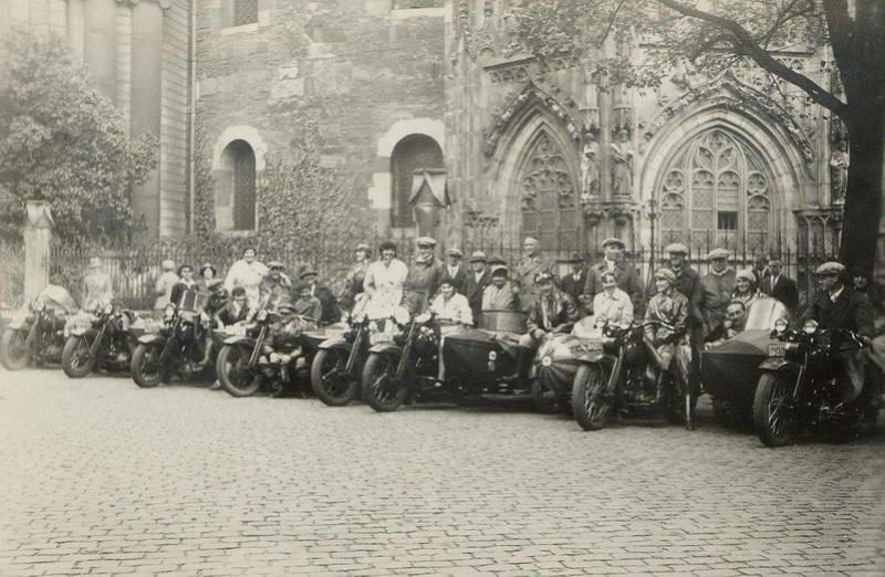 Vieilles photos (pour ceux qui aiment les anciennes photos de bikers ou autre......) - Page 13 Tumb1289