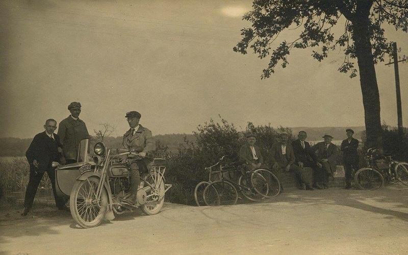 Vieilles photos (pour ceux qui aiment les anciennes photos de bikers ou autre......) - Page 13 Tumb1290