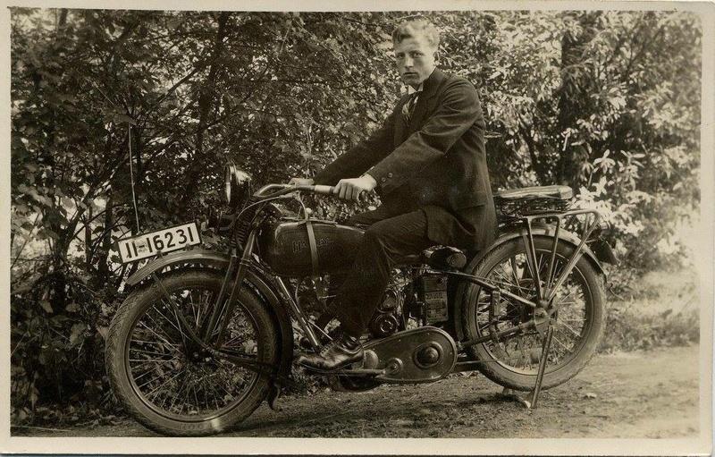 Vieilles photos (pour ceux qui aiment les anciennes photos de bikers ou autre......) - Page 13 Tumb1291