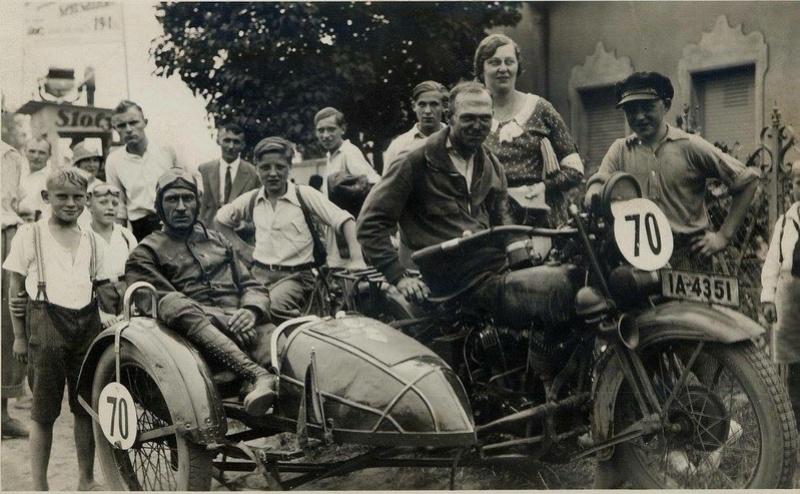 Vieilles photos (pour ceux qui aiment les anciennes photos de bikers ou autre......) - Page 13 Tumb1292