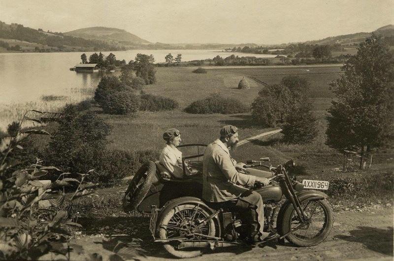 Vieilles photos (pour ceux qui aiment les anciennes photos de bikers ou autre......) - Page 13 Tumb1294