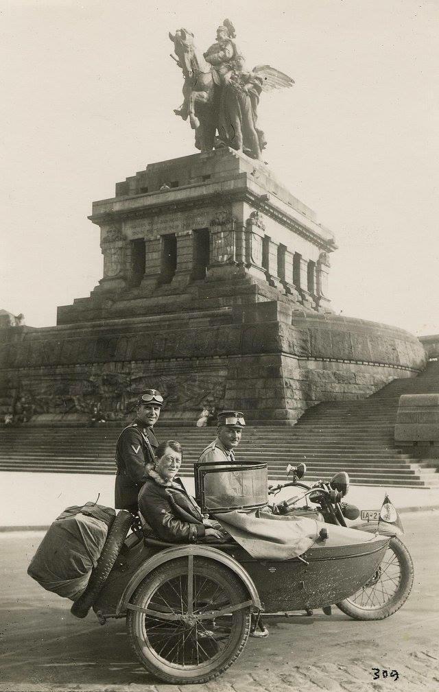 Vieilles photos (pour ceux qui aiment les anciennes photos de bikers ou autre......) - Page 13 Tumb1295