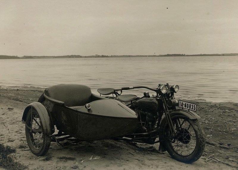 Vieilles photos (pour ceux qui aiment les anciennes photos de bikers ou autre......) - Page 13 Tumb1296
