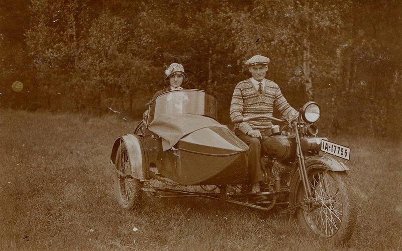 Vieilles photos (pour ceux qui aiment les anciennes photos de bikers ou autre......) - Page 13 Tumb1297