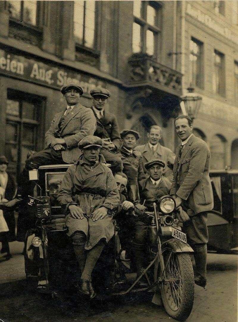 Vieilles photos (pour ceux qui aiment les anciennes photos de bikers ou autre......) - Page 13 Tumb1299