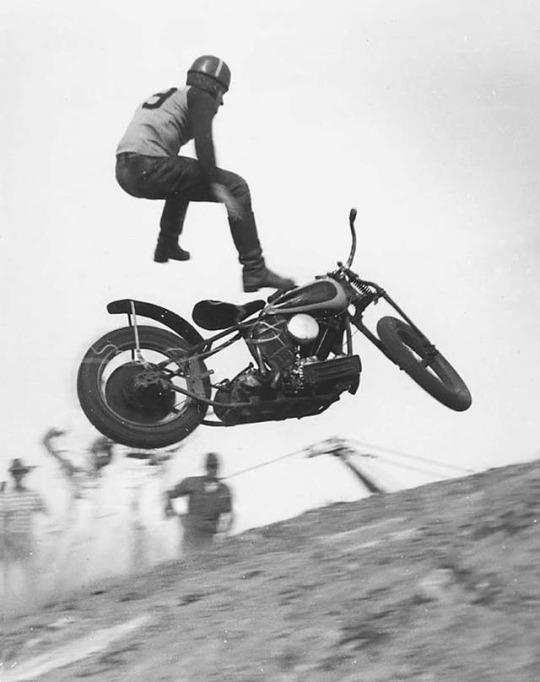 Vieilles photos (pour ceux qui aiment les anciennes photos de bikers ou autre......) - Page 11 Tumbl740
