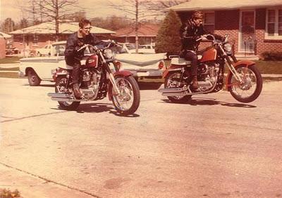 Vieilles photos (pour ceux qui aiment les anciennes photos de bikers ou autre......) - Page 11 Tumbl904
