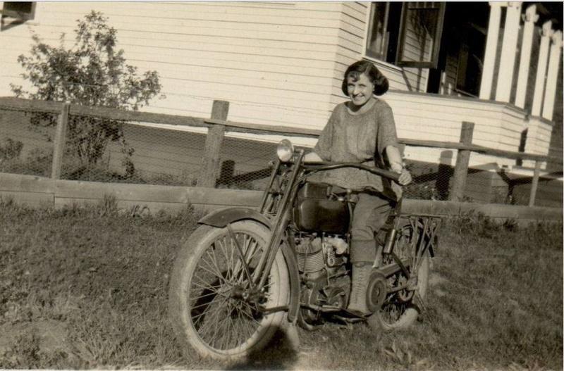 Vieilles photos (pour ceux qui aiment les anciennes photos de bikers ou autre......) - Page 11 Tumbl908
