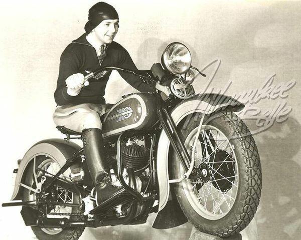 Vieilles photos (pour ceux qui aiment les anciennes photos de bikers ou autre......) - Page 11 Tumbl920