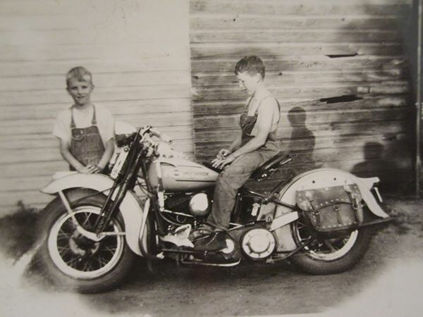 Vieilles photos (pour ceux qui aiment les anciennes photos de bikers ou autre......) - Page 12 Tumbl958
