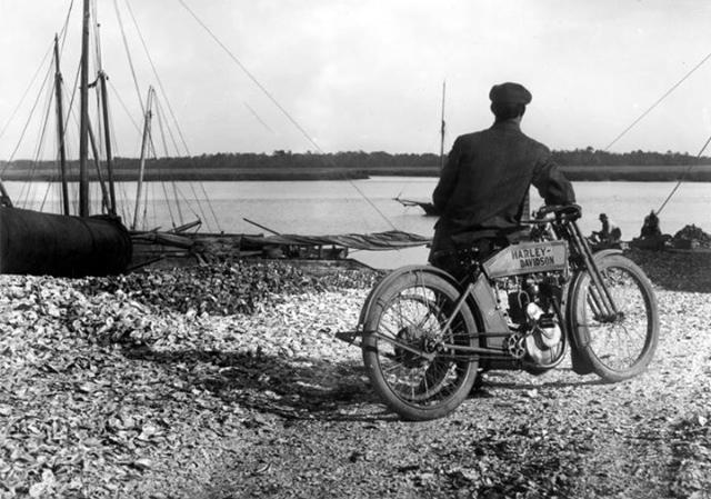 Vieilles photos (pour ceux qui aiment les anciennes photos de bikers ou autre......) - Page 12 Tumbl961