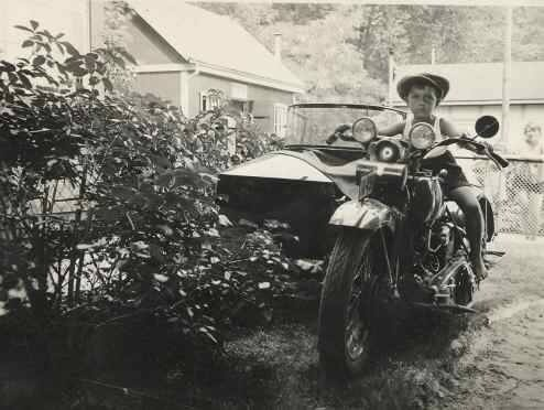 Vieilles photos (pour ceux qui aiment les anciennes photos de bikers ou autre......) - Page 12 Tumbl970