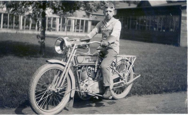 Vieilles photos (pour ceux qui aiment les anciennes photos de bikers ou autre......) - Page 12 Tumbl974