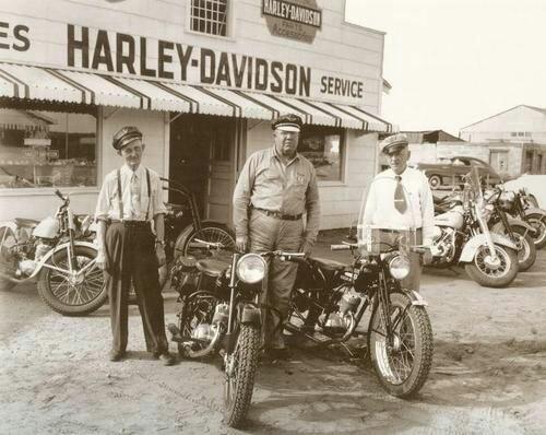 Vieilles photos (pour ceux qui aiment les anciennes photos de bikers ou autre......) - Page 12 Tumbl978
