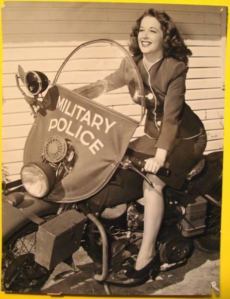 Vieilles photos (pour ceux qui aiment les anciennes photos de bikers ou autre......) - Page 12 Tumbl979