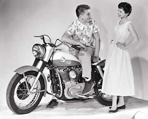 Vieilles photos (pour ceux qui aiment les anciennes photos de bikers ou autre......) - Page 12 Tumbl980
