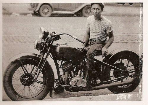 Vieilles photos (pour ceux qui aiment les anciennes photos de bikers ou autre......) - Page 12 Tumbl993