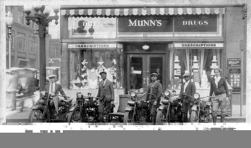 Vieilles photos (pour ceux qui aiment les anciennes photos de bikers ou autre......) - Page 12 Tumbl994