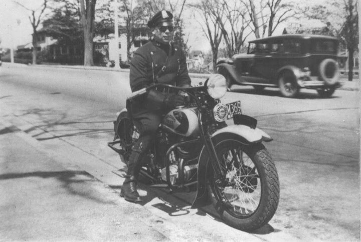 Vieilles photos (pour ceux qui aiment les anciennes photos de bikers ou autre......) - Page 12 Tumbl995