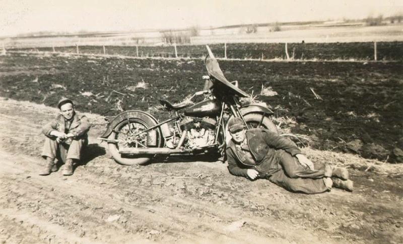 Vieilles photos (pour ceux qui aiment les anciennes photos de bikers ou autre......) - Page 12 Tumbl998