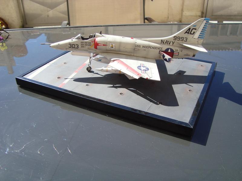 A-4 E Skyhawk - 1/ 48° Pont d'envol fait - Avion fini - accessoires de pont en confection. - Page 4 Dsc01915