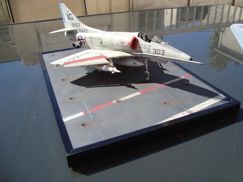 A-4 E Skyhawk - 1/ 48° Pont d'envol fait - Avion fini - accessoires de pont en confection. - Page 4 Dsc01917