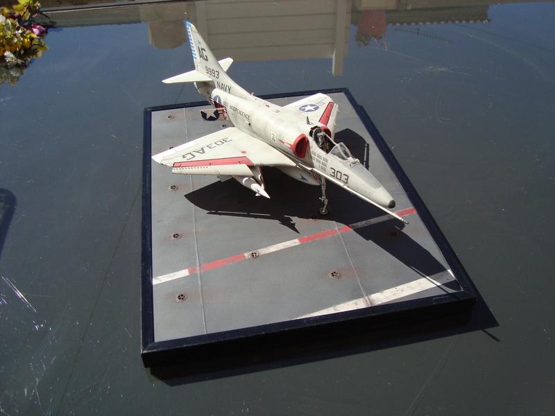 A-4 E Skyhawk - 1/ 48° Pont d'envol fait - Avion fini - accessoires de pont en confection. - Page 4 Dsc01918