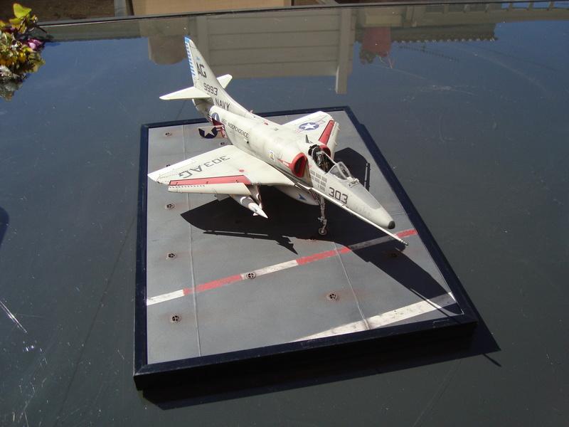 A-4 E Skyhawk - 1/ 48° Pont d'envol fait - Avion fini - accessoires de pont en confection. - Page 4 Dsc01919