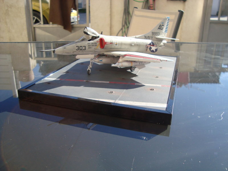 A-4 E Skyhawk - 1/ 48° Pont d'envol fait - Avion fini - accessoires de pont en confection. - Page 5 Dsc01920