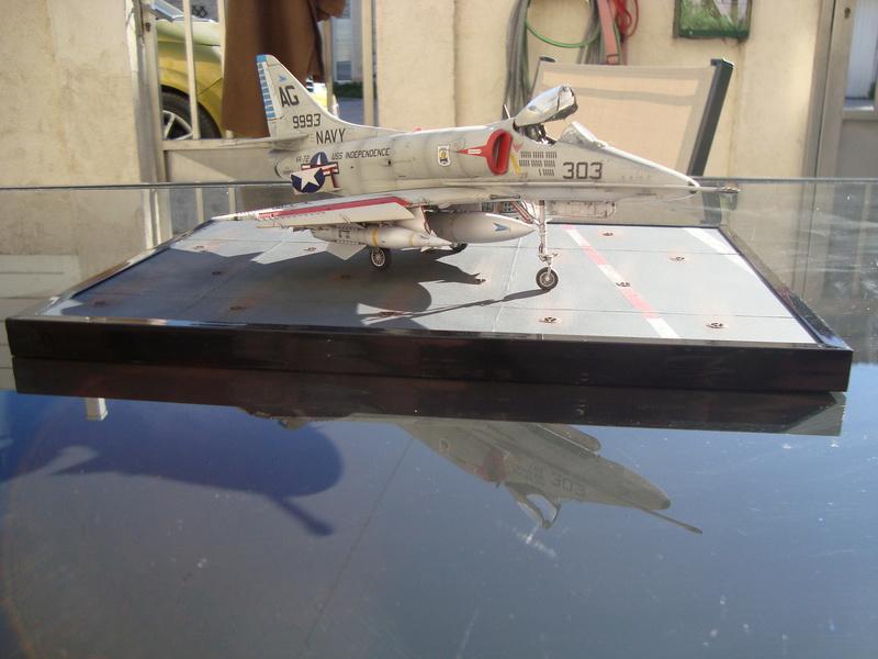A-4 E Skyhawk - 1/ 48° Pont d'envol fait - Avion fini - accessoires de pont en confection. - Page 5 Dsc01921