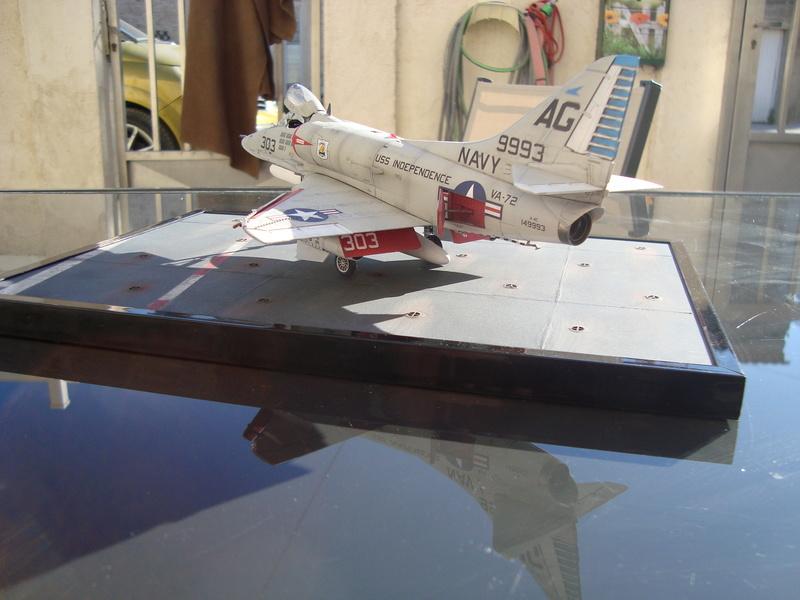 A-4 E Skyhawk - 1/ 48° Pont d'envol fait - Avion fini - accessoires de pont en confection. - Page 5 Dsc01925