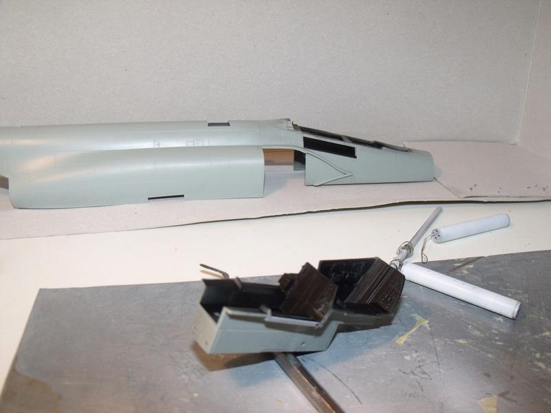F-4 B Phantom 1/48° - VF-51 - 1972 - Début de patine. - Page 2 Dscf6715
