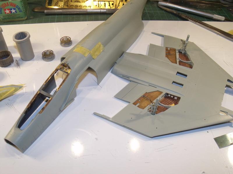 F-4 B Phantom 1/48° - VF-51 - 1972 - Début de patine. - Page 2 Dscf6918