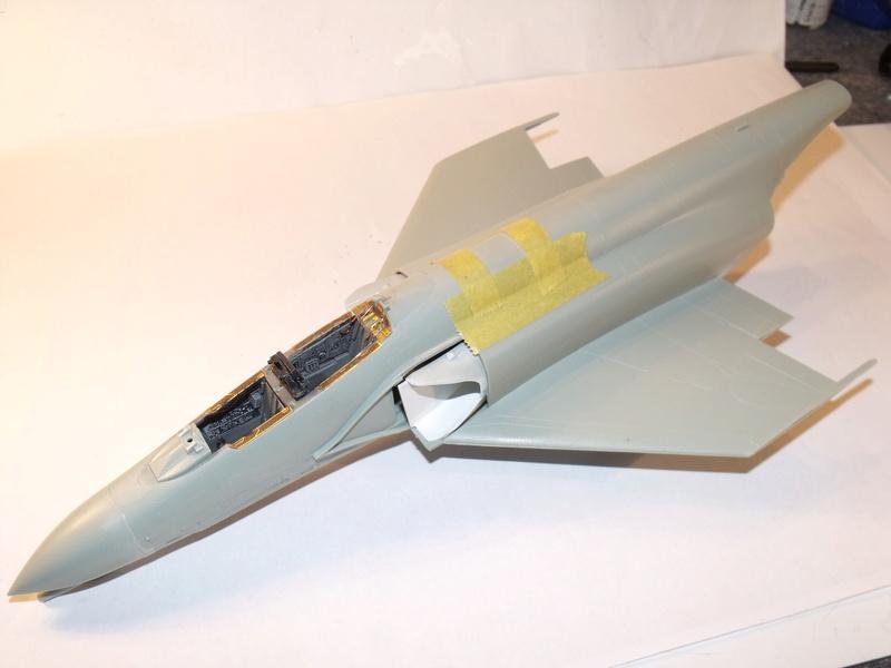 F-4 B Phantom 1/48° - VF-51 - 1972 - Début de patine. - Page 3 Dscf6931