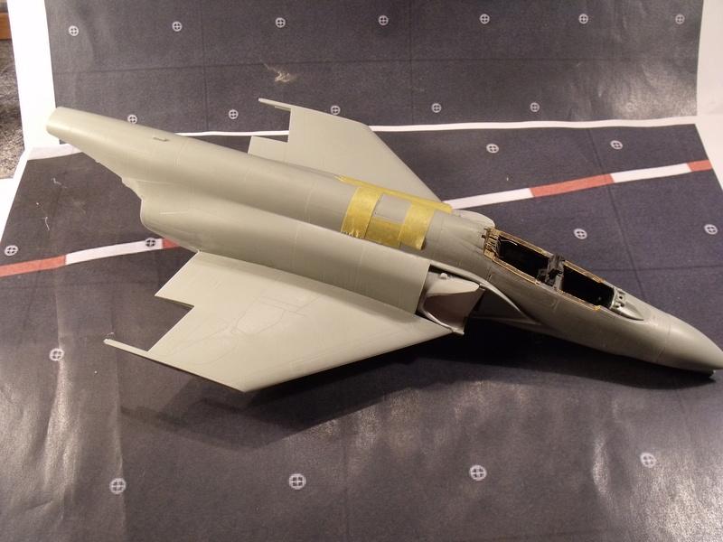 F-4 B Phantom 1/48° - VF-51 - 1972 - Début de patine. - Page 3 Dscf6936