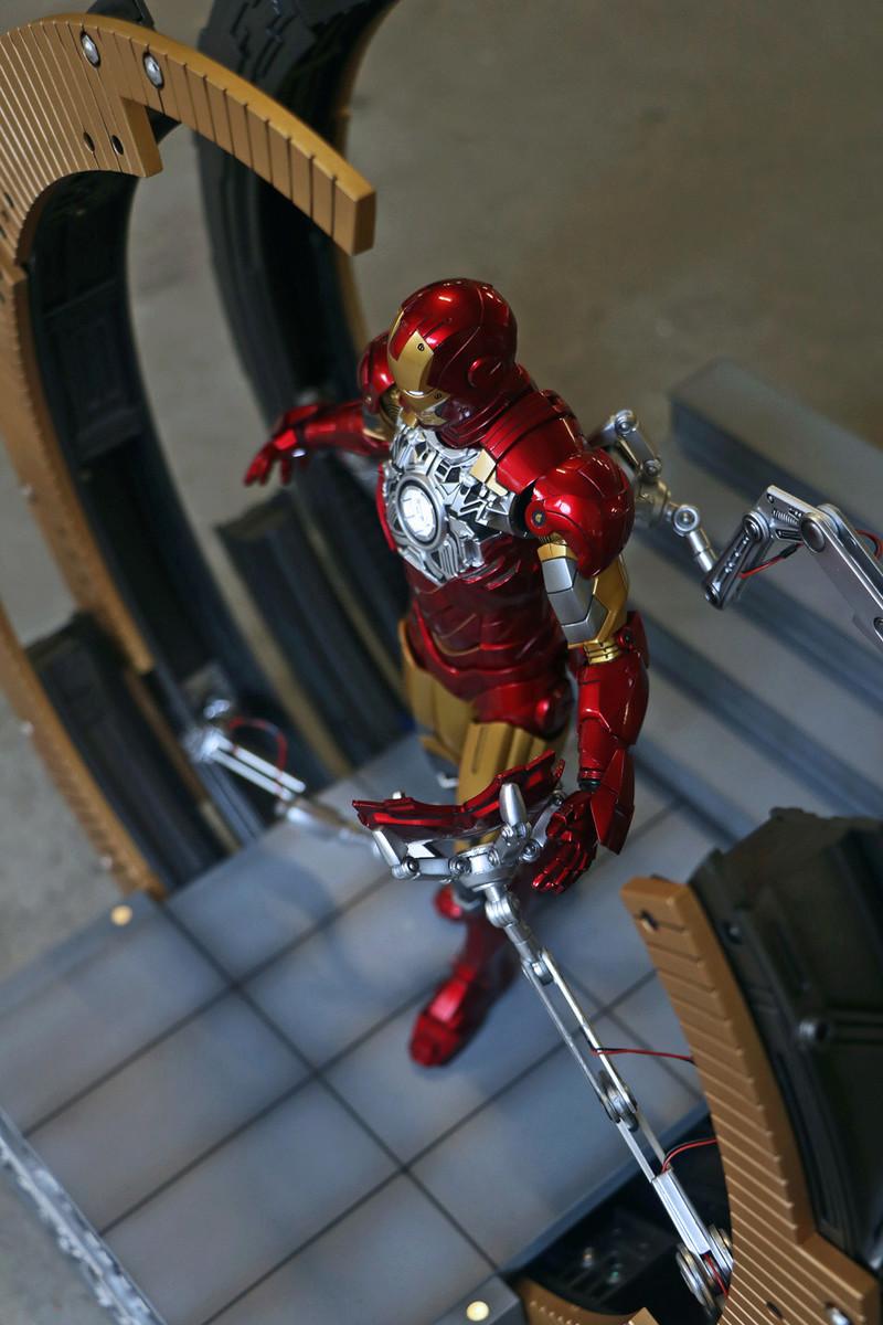 Iron Man 2 - Moving Gantry for Mark 6 - 1/9 Diecast (King Arts) 00183810