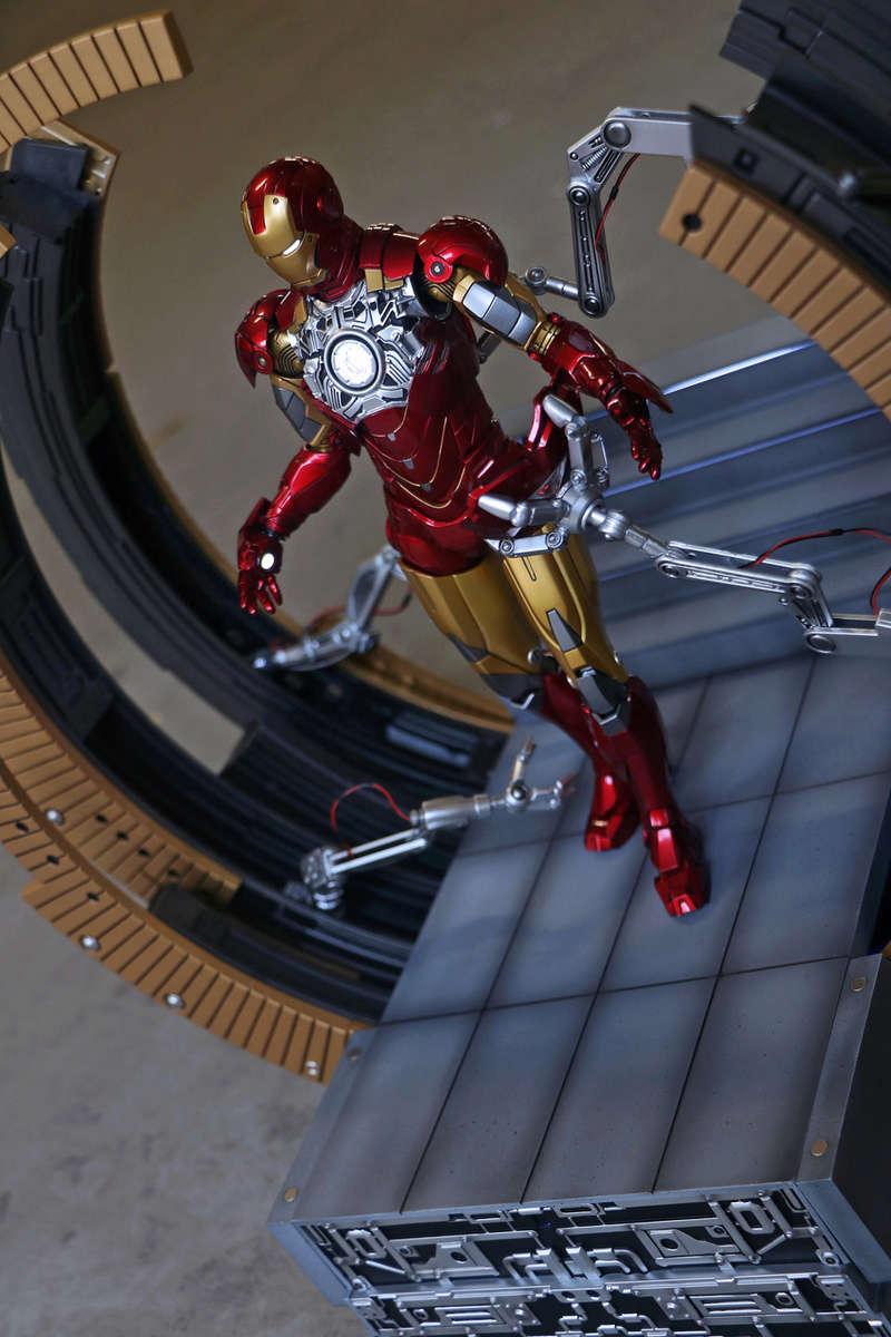 Iron Man 2 - Moving Gantry for Mark 6 - 1/9 Diecast (King Arts) 00183911