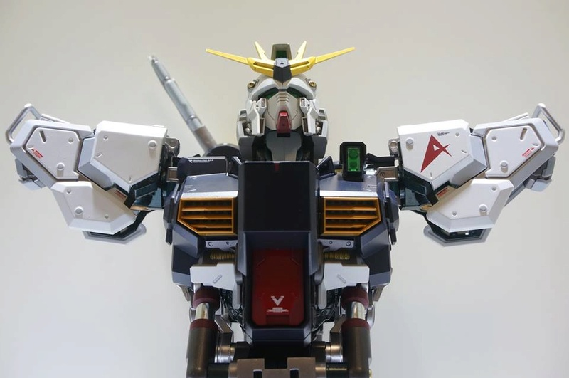 Nu Gundam Bust Display (Formania EX / Bandai) - Page 2 18222610