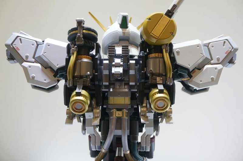 Nu Gundam Bust Display (Formania EX / Bandai) - Page 2 18301112