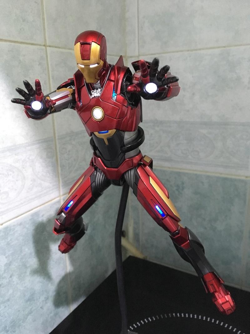 Iron Man 3 - Mark 16 NightClub - 1/9 Diecast (King Arts)  Mucnit10