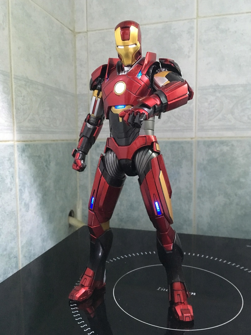Iron Man 3 - Mark 16 NightClub - 1/9 Diecast (King Arts)  Tn0ptv10