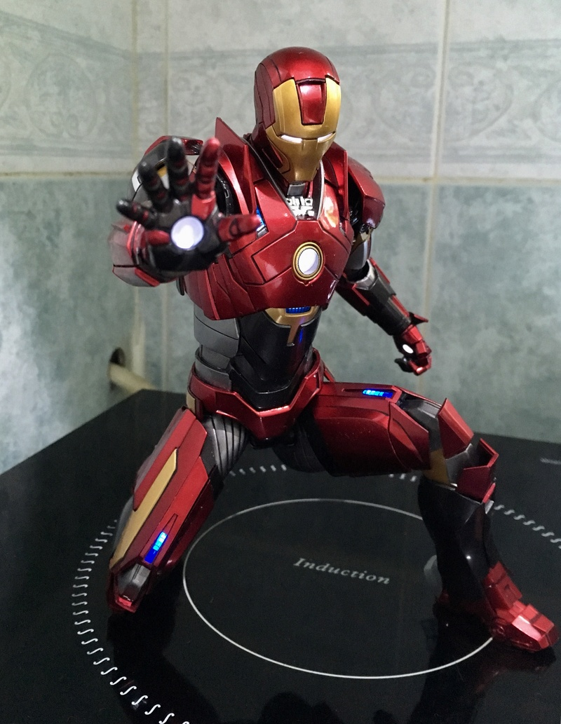 Iron Man 3 - Mark 16 NightClub - 1/9 Diecast (King Arts)  Zdb9q810