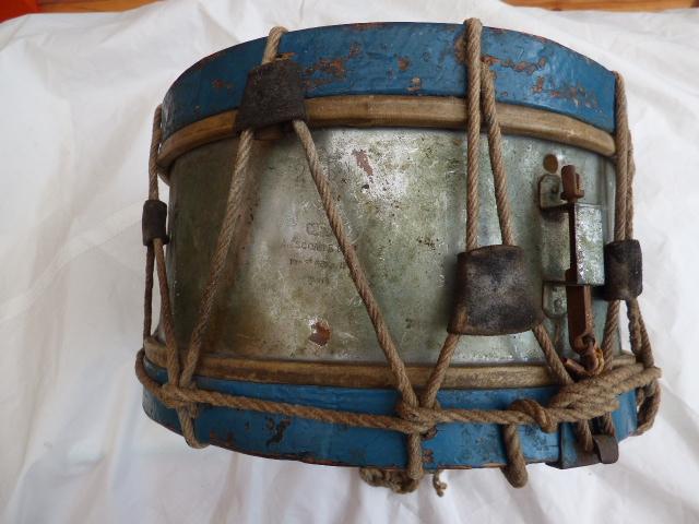 Les instruments de musique : caisses - tambours - clairons - trompettes  - Page 3 P1030621