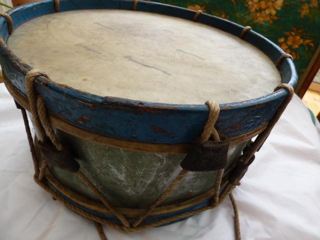 Les instruments de musique : caisses - tambours - clairons - trompettes  - Page 3 P1030622
