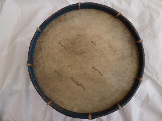 Les instruments de musique : caisses - tambours - clairons - trompettes  - Page 3 P1030624