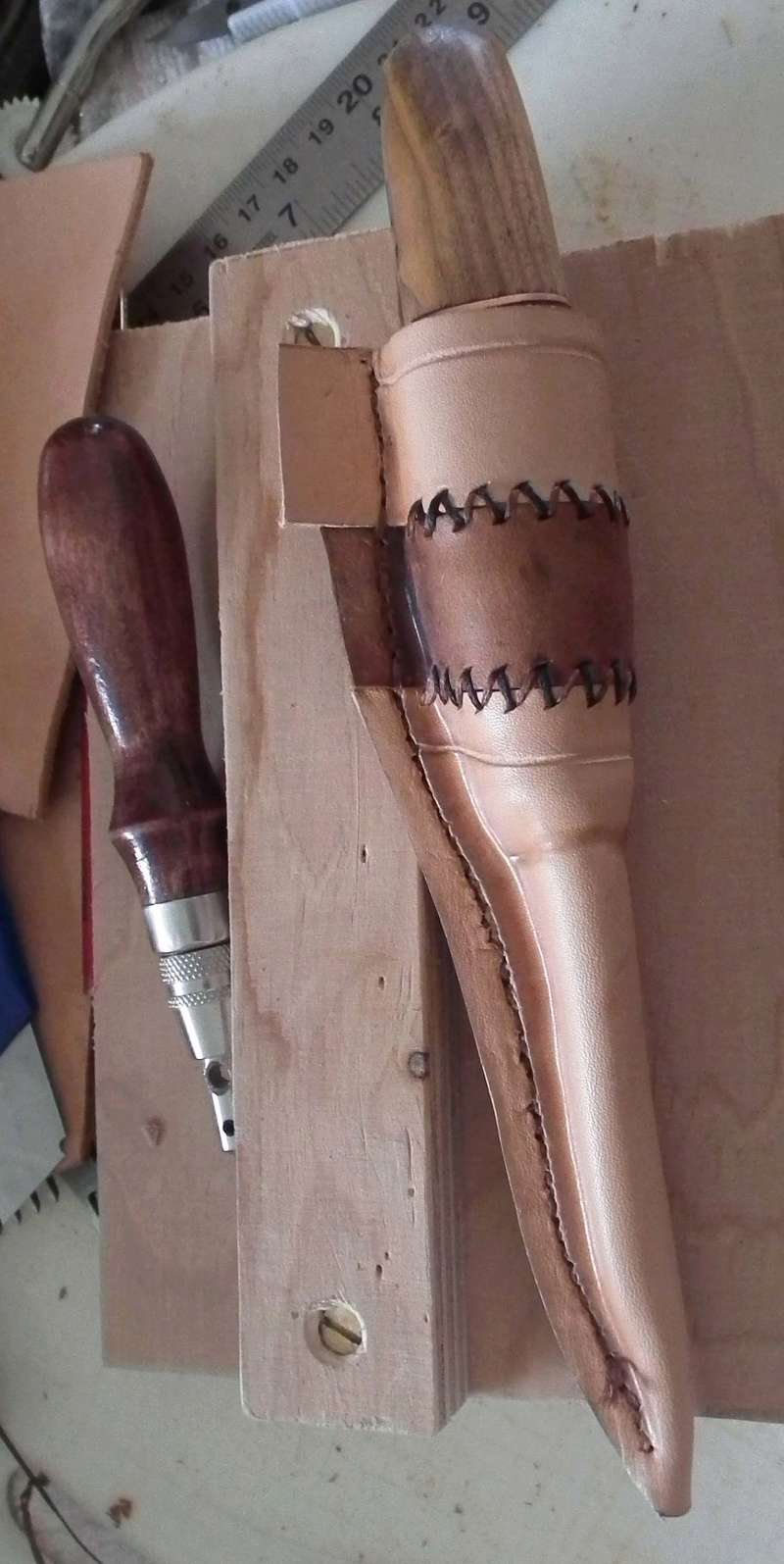 Fabrication d'un étui de couteau Sheath26